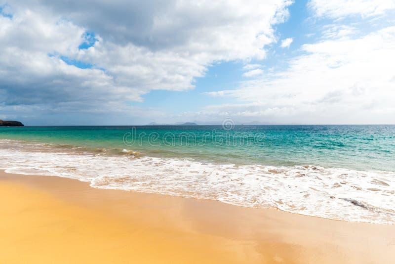 pla?owy pi?kny kanark?w Lanzarote panoramy morze tropikalny kanarki zdjęcia stock