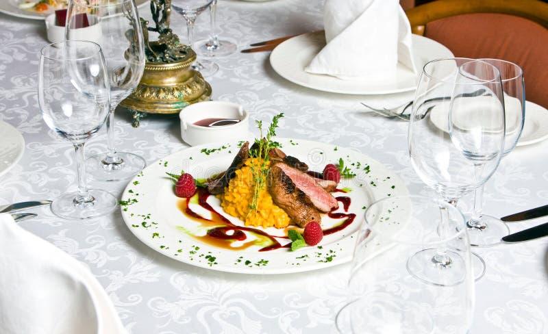 Plaat bij restaurant royalty-vrije stock afbeelding