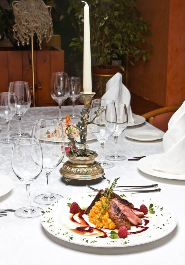 Plaat bij restaurant stock foto's