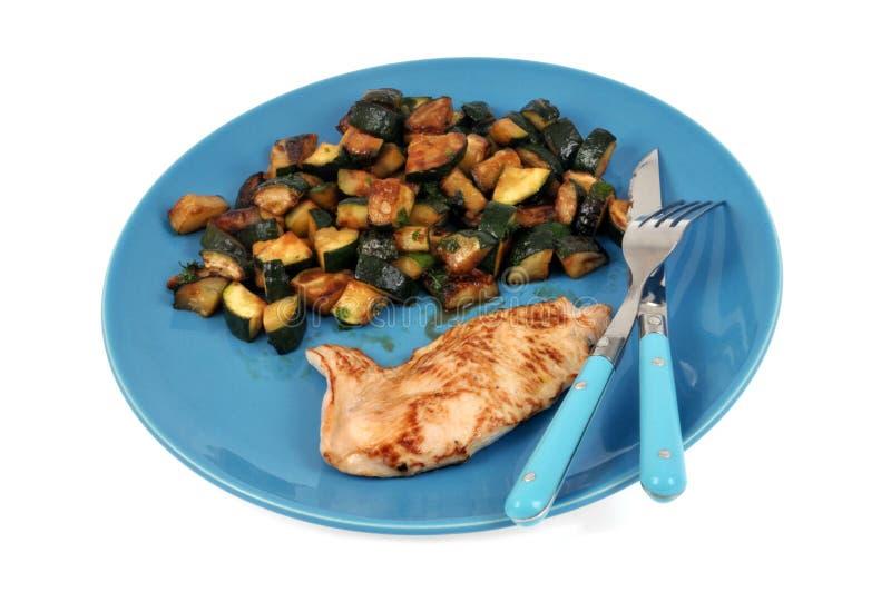 Plaat met escalope en gekookte aardappels stock fotografie