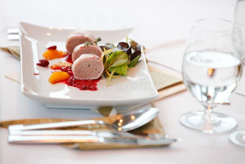 Plaat met gras Foie stock foto's