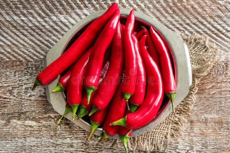 Download Plaat Met Rode Spaanse Peperpeper Stock Afbeelding - Afbeelding bestaande uit cayennepeper, rood: 107703283
