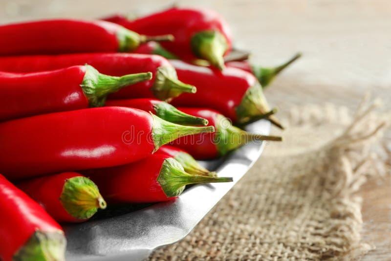 Download Plaat Met Rode Spaanse Peperpeper Stock Foto - Afbeelding bestaande uit groep, organisch: 107703304