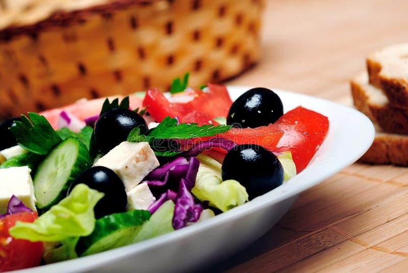 Plaat met salade royalty-vrije stock afbeelding