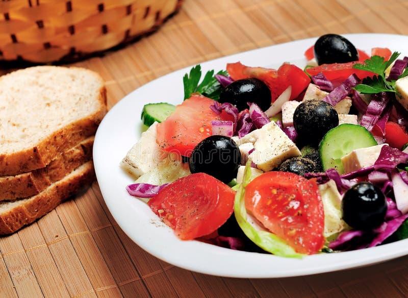 Plaat met salade royalty-vrije stock afbeeldingen