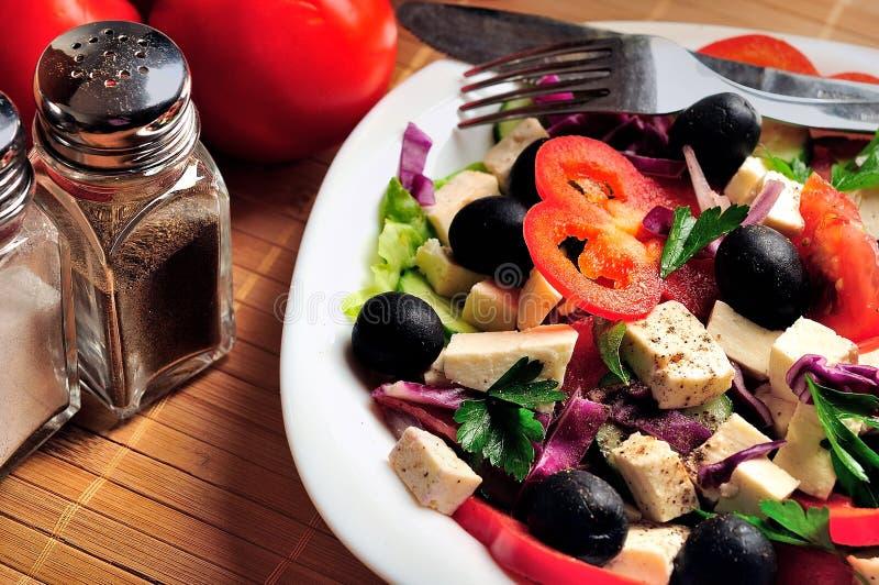 Plaat met salade stock afbeeldingen