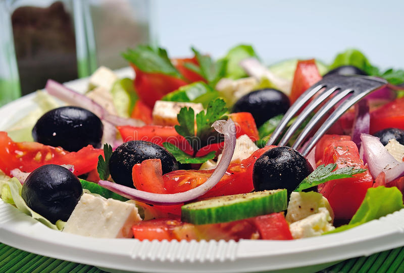 Plaat met salade stock afbeelding
