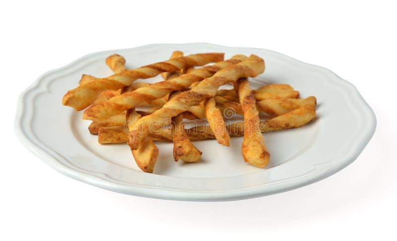 Plaat met smakelijke die stokken/grissini op wit wordt geïsoleerd stock afbeeldingen