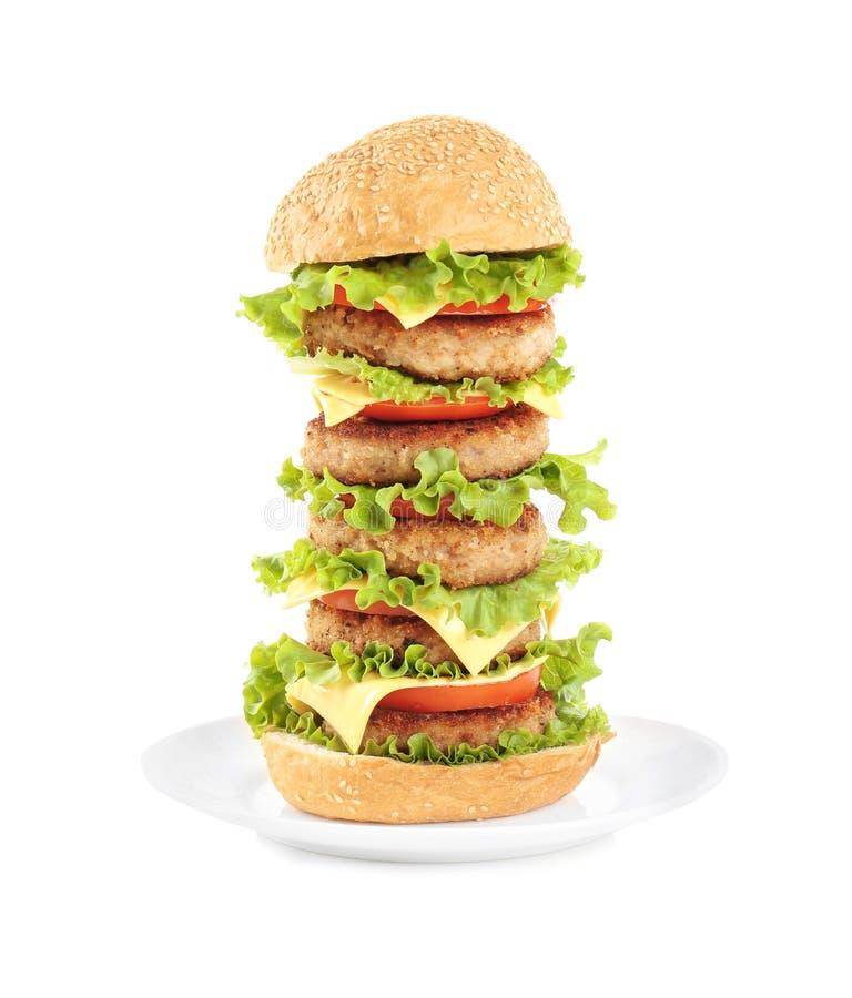 Plaat met yummy reusachtige hamburger royalty-vrije stock foto's