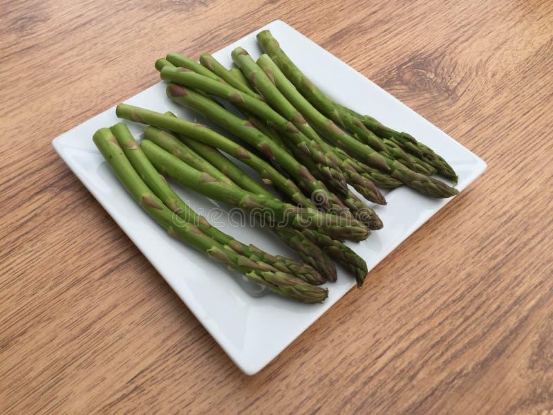 Plaat van asperge stock afbeelding