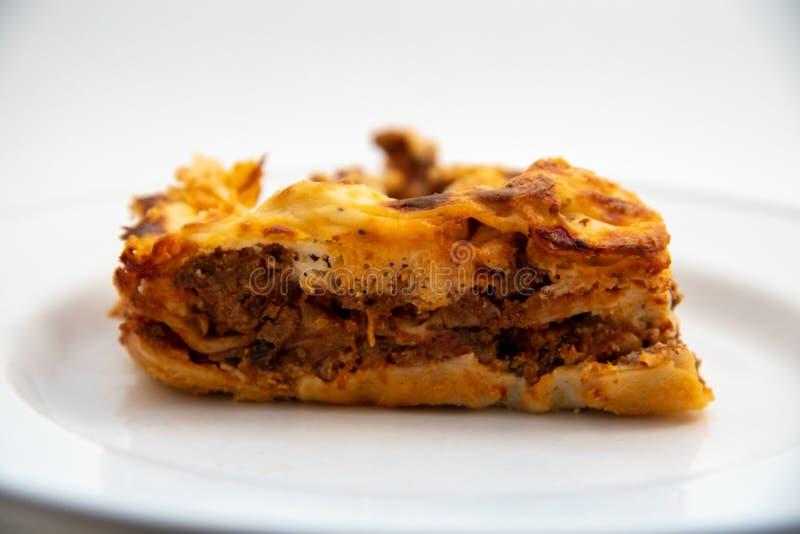 Plaat van huis gemaakt lasagna royalty-vrije stock afbeeldingen