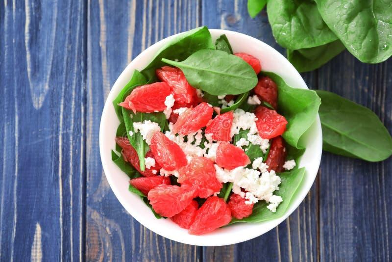 Download Plaat Van Salade Met Spinazie, Grapefruit En Kwark Stock Foto - Afbeelding bestaande uit fruit, vers: 107703152
