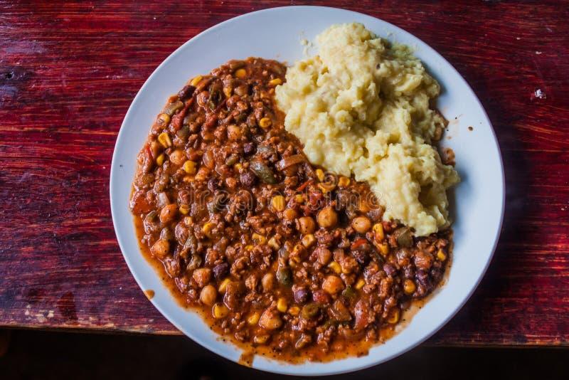 Plaat van Spaanse peperszonde carne met fijngestampte aardappel royalty-vrije stock foto