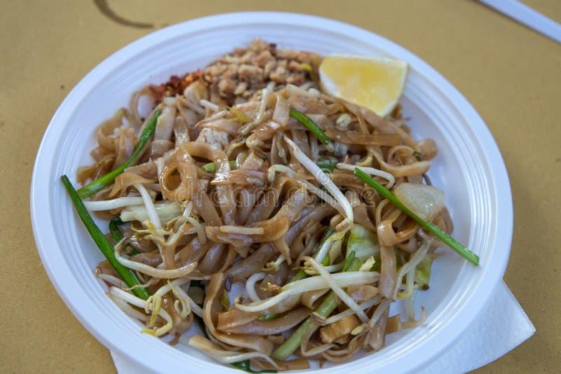 Plaat van stootkussen de Thaise noedels, Thais voedsel, Aziatische cousine stock afbeeldingen