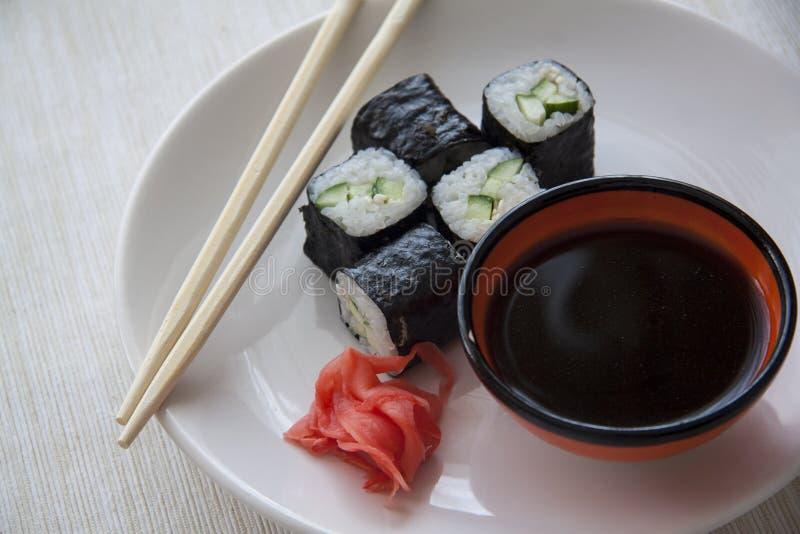 Plaat van vegetarische maki royalty-vrije stock foto