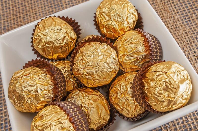 Plaathoogtepunt van hazelnootchocolade stock foto