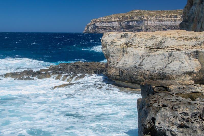Plaats waar Azure Window na instorting in Gozo-Eiland, Malta was stock foto