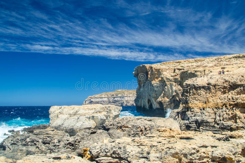 Plaats waar Azure Window na instorting in Gozo-Eiland, Malta was stock afbeeldingen