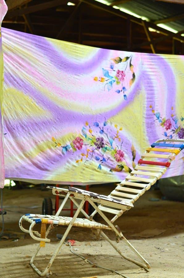 Plaats waar de Maleise batik en droog wordt gehangen royalty-vrije stock afbeelding