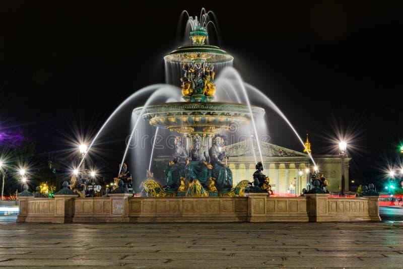Plaatsde La Concorde Fountain bij Nacht stock fotografie
