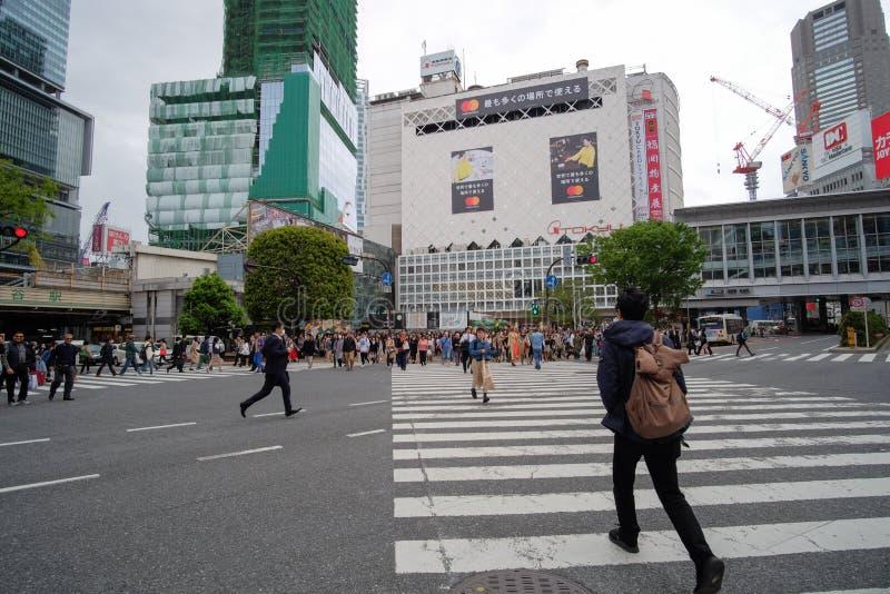 Plaatselijke bevolking en Reiziger die en bij Takeshita-straat in Harajuku, ori?ntatiepunt lopen winkelen en populair voor toeris royalty-vrije stock foto's