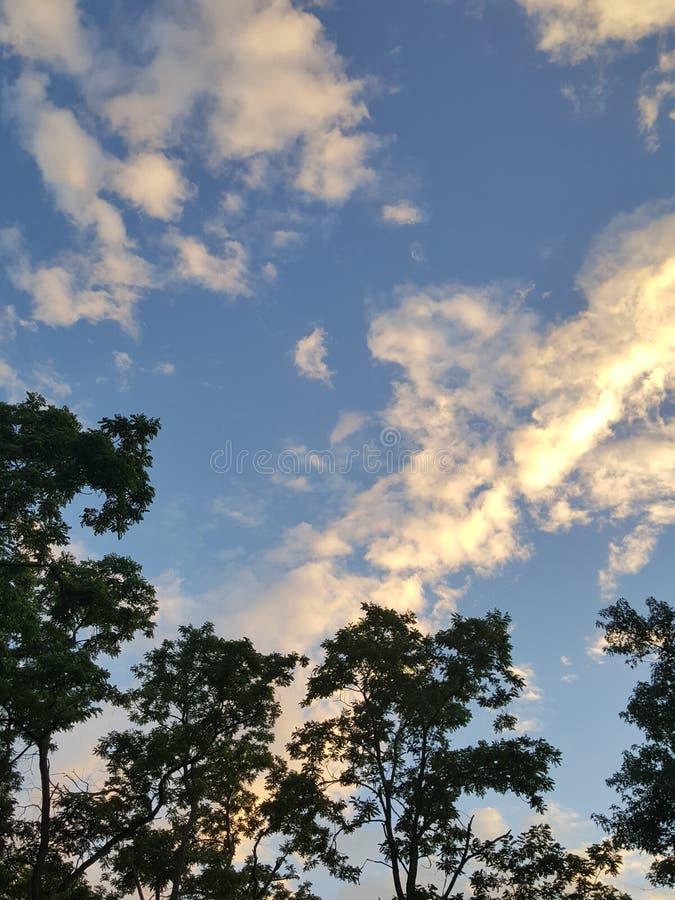 Plaatsende zonwolken royalty-vrije stock foto's
