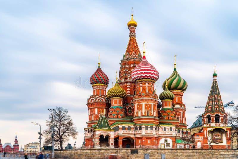 Plac Czerwony i St basila katedra w Moskwa fotografia stock
