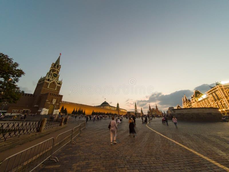 Plac Czerwony w Rosja, Spassky Moskwa Kremlin w wieczór wierza obrazy royalty free