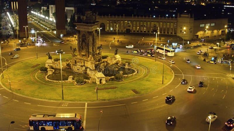 Plac De Espana w Barcelona przy nocą Ronda miasta ruch drogowy zdjęcie royalty free