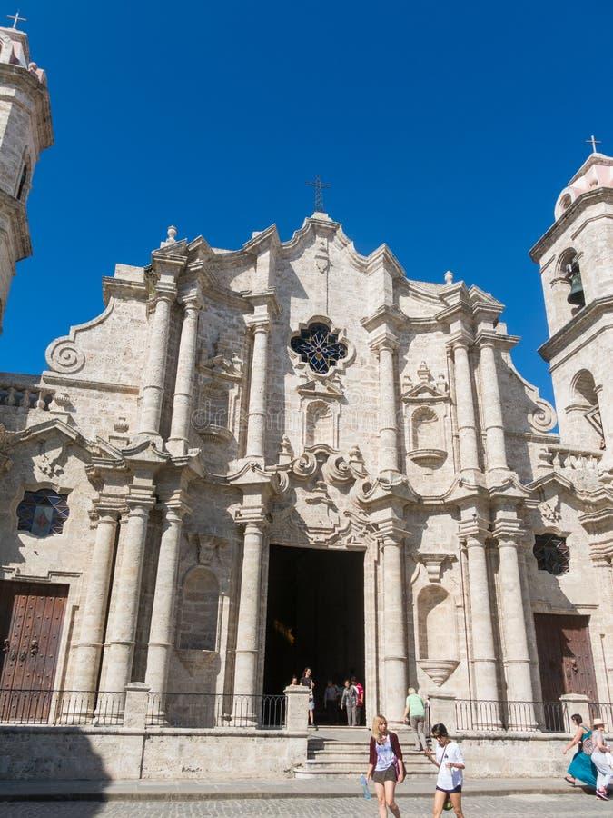 Plac De Los angeles Catedral Angielszczyzna: Katedra kwadrat jest jeden pięć głównych placów w Stary Hawańskim i miejsce katedra obraz stock