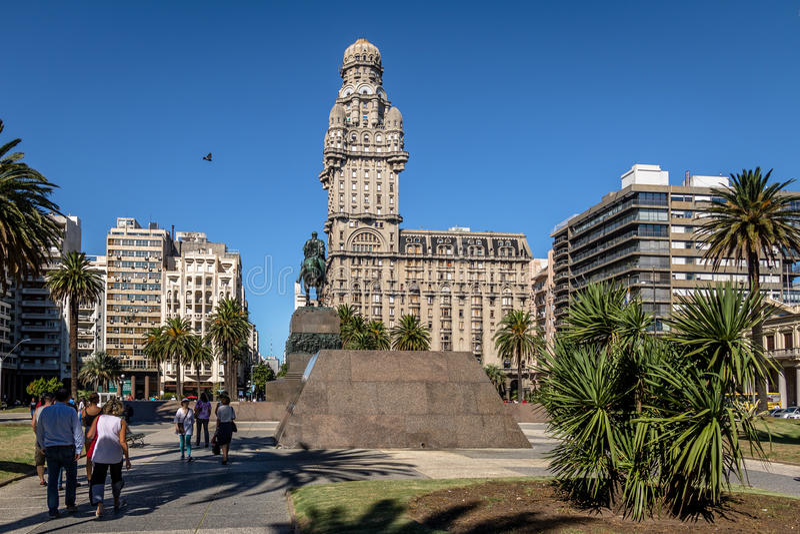 Plac Independencia i Palacio salwa - Montevideo, Urugwaj obraz stock
