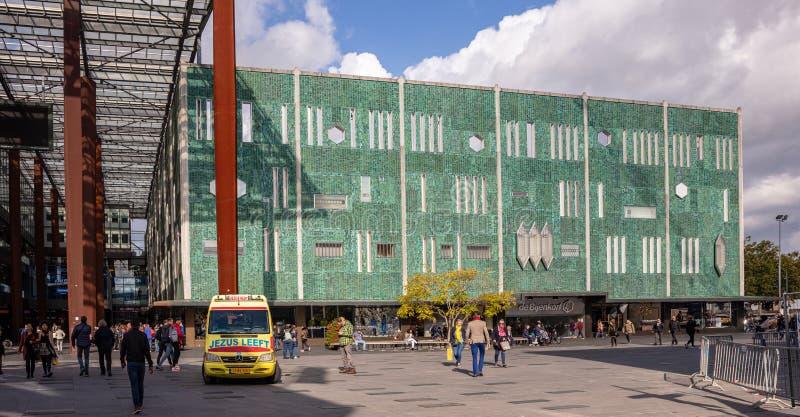 Plac Piazza i sklep z zieloną fasadą z mozaiką Eindhoven, Niderlandy fotografia stock