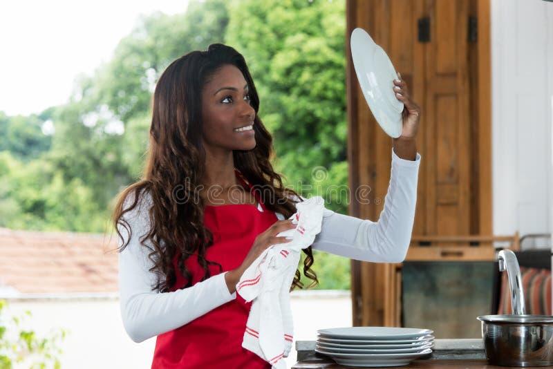 Placa afro-americano da limpeza da dona de casa fotos de stock royalty free