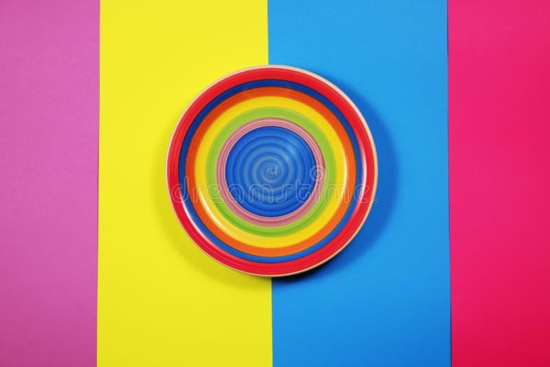 Placa brillante en fondo multicolor fotos de archivo libres de regalías