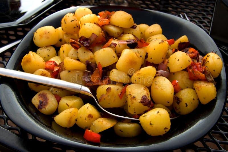 Download Placa Com As Batatas Cozidas Frescas Foto de Stock - Imagem de batatas, batata: 10066720