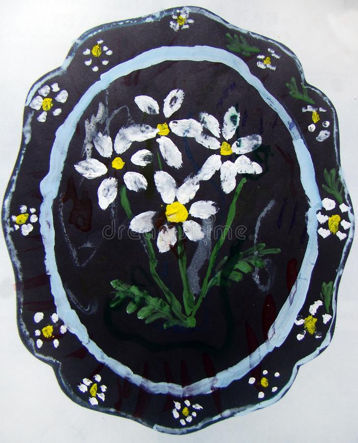 Placa com o teste padr?o de flor pintado pela crian fotos de stock royalty free