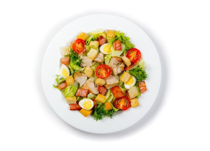 Placa com a salada ceasar fresca isolada imagens de stock