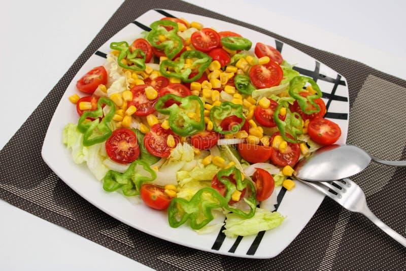 Placa com salada sortido foto de stock royalty free