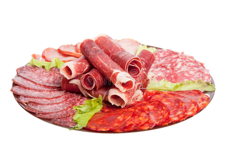 Placa con diversas delicadezas de la carne aisladas en el backgroun blanco imagen de archivo libre de regalías