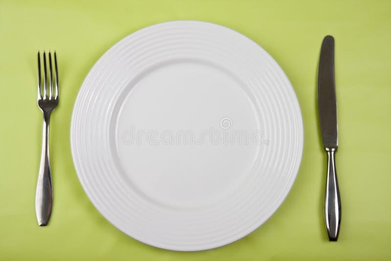 Placa con el cuchillo y la fork fotografía de archivo