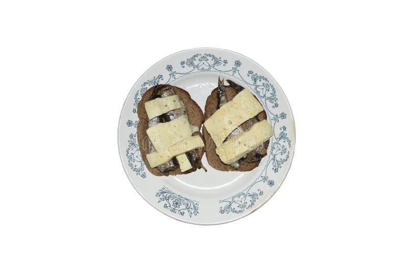 Placa con los bocadillos del queso y de los espadines imagenes de archivo