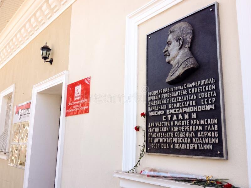 Placa conmemorativa en honor de Stalin en Simferopol imágenes de archivo libres de regalías