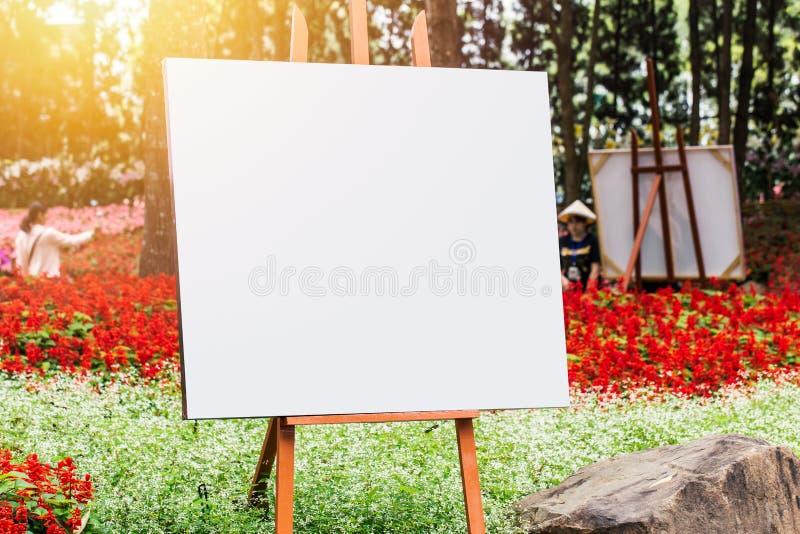 Placa da arte, lona de madeira da foto da pintura da armação no verde da flor fotos de stock royalty free
