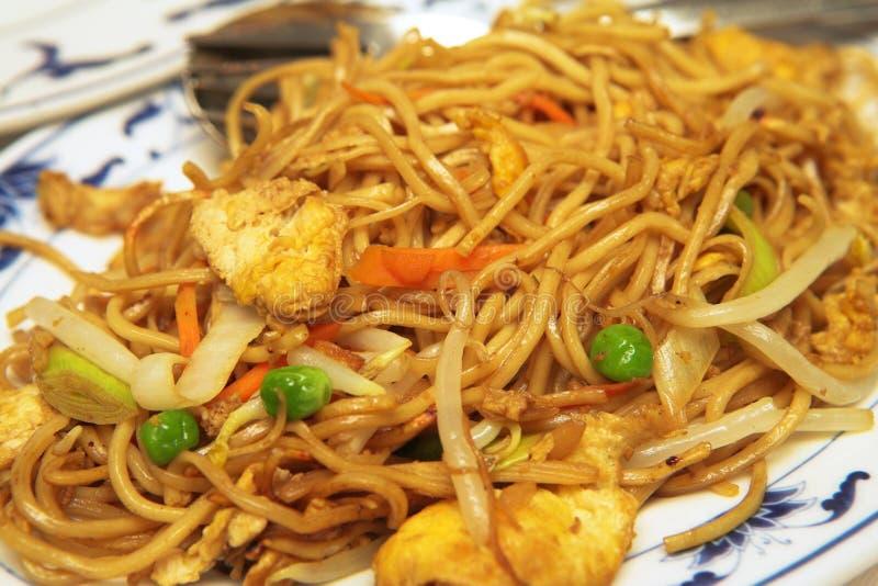 Placa da comida Mein da galinha fotografia de stock royalty free