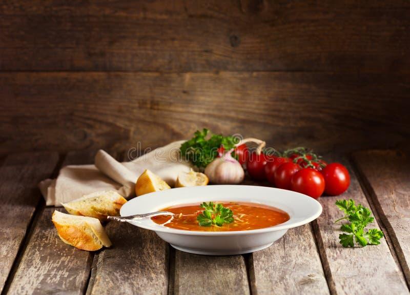 Placa da sopa do minestrone foto de stock