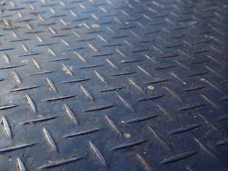 Placa de aço do verificador do ferro azul sujo oxidado velho ascendente próximo da perspectiva imagem de stock