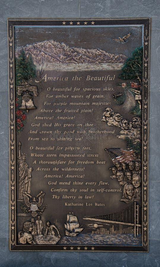 Placa de América el hermoso en la cumbre del pico de Pike, Colorado imagenes de archivo