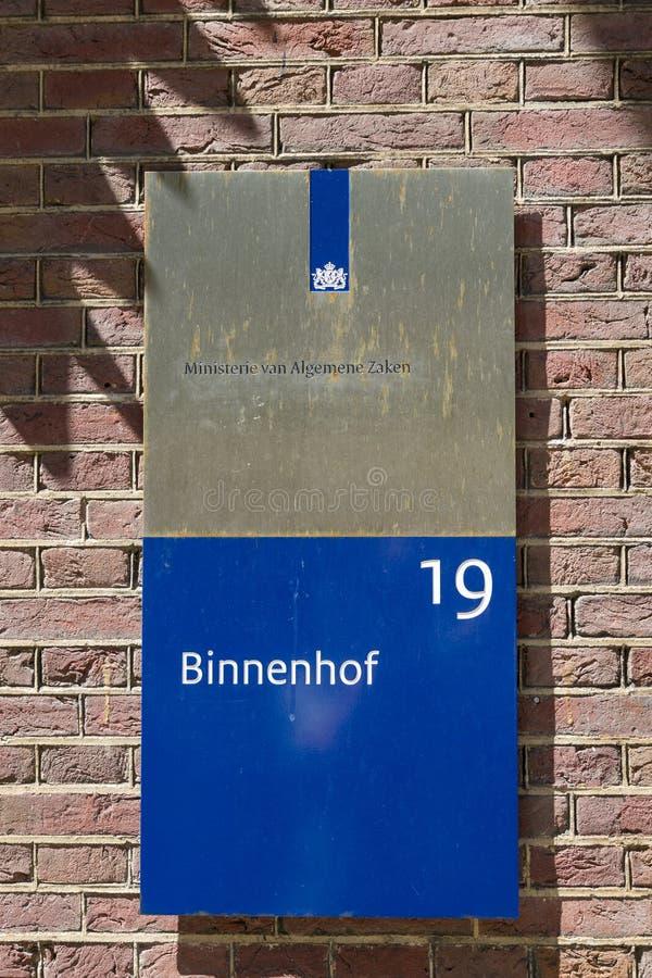 Placa de Binnenhof con el ministerio del ` de la inscripción del ` general de los asuntos fotos de archivo