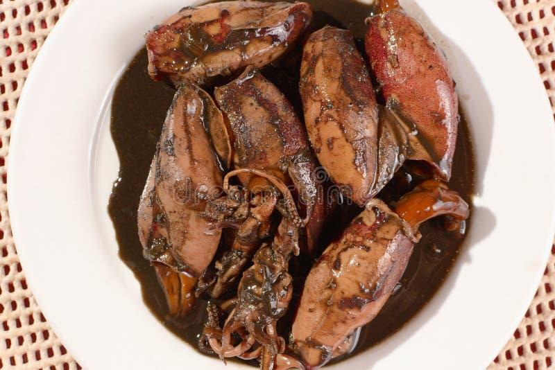 Placa do guisado do calamar no molho de soja foto de stock