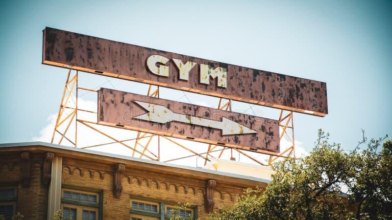 Placa de calle al gimnasio foto de archivo libre de regalías
